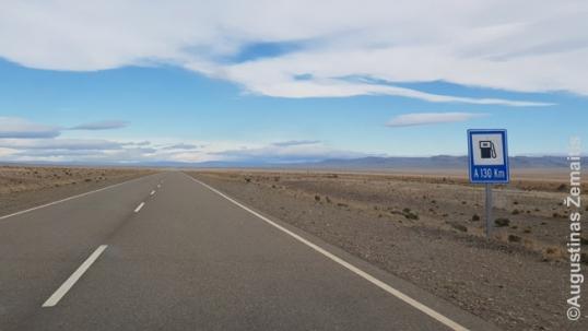 Ilgas tiesus kelias Patagonijoje link Eskelio. Iki artimiausios degalinės - 130 km