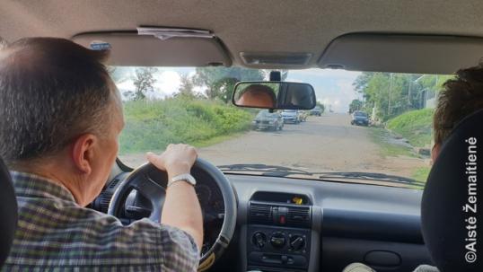 Albertas Kaluževičius vežioja 'Gabalėlių Lietuvos' komandą po lietuviškas Montevidėjo vietas