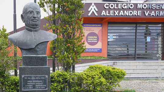 Aleksandras Amrinas bust (on the left)