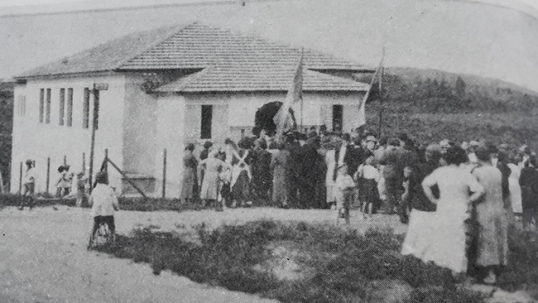 Parque das Nações Lithuanian school is being opened (historic image)