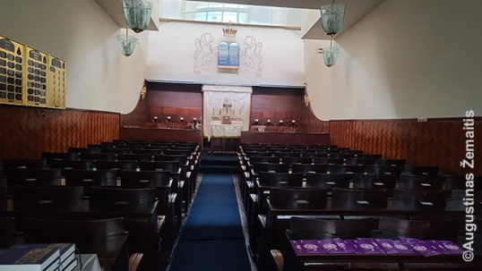 Main floor of the Itzhak Elchonon synagogue