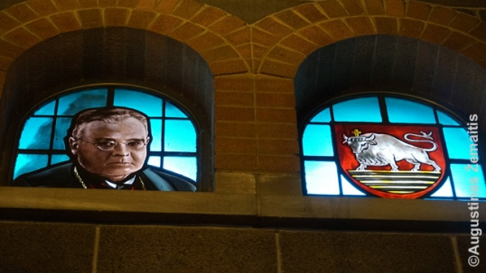 Stained glass windows of the national poaet Maironis (left) and the Kaunas city coat of arms (right) by V. K. Jonynas