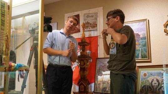 Interviu vietos televizijai iš Augustino Žemaičio Rokfordo etninio paveldo muziejaus lietuvių salėje