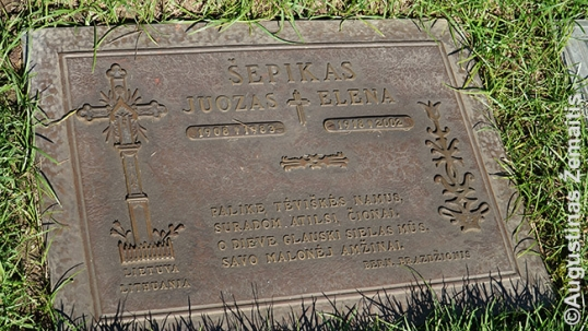 Lithuanian graves in Forest Lawn
