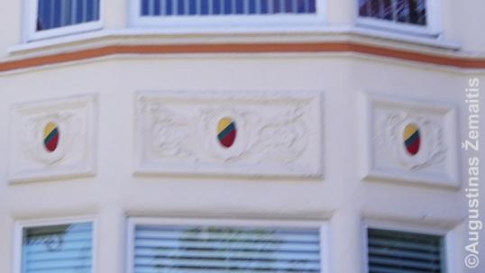 Tricolor-painted bas-reliefs of the parish pastor's home