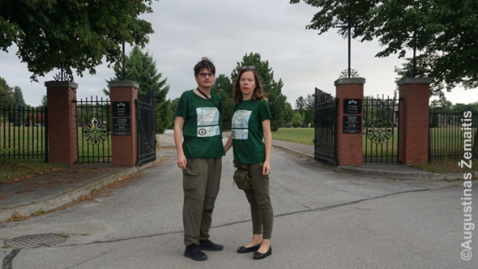 Destination Lithuanian America volunteers Augustinas Žemaitis and Aistė Žemaitienė at the Mississauga St. John Lithuanian cemetery gate