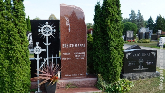 This grave is inscribed with a quote 'We loved Lithuania from afar'. It also incorporates traditional Lithuanian sun-crosses