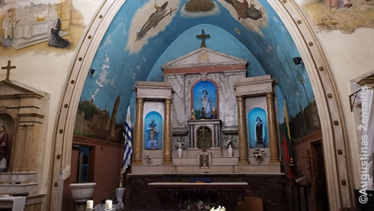 The altar of the Lithuanian church of Montevideo with murals on the sides