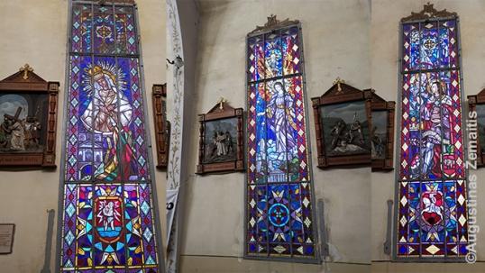 Urugvajaus lietuvių bažnyčios vitražai