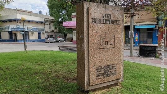 Senasis Lietuvos paminklas Lietuvos Respublikos aikštėje