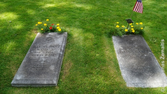 Feliksas Vaitkus's and his wife's graves