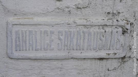 Analice Sakatauskas vardas ant paminklo