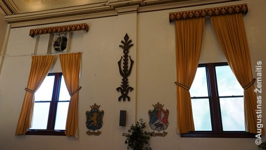 Side wall of the main hall of the Lithuanian Hall