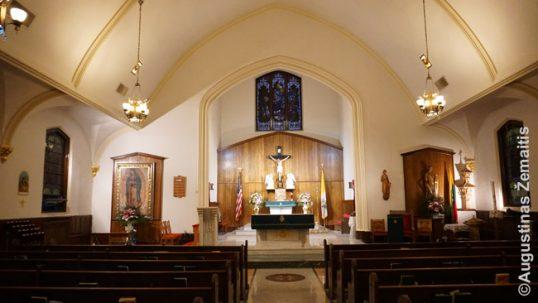 Bridžporto lietuviškos bažnyčios vidus