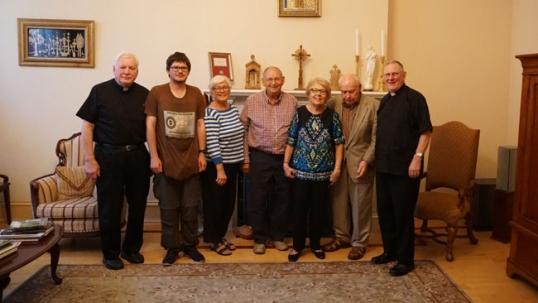 Tikslas - Amerika vadovas Augustinas Žemaitis su Filadelfijos lietuviais Šv. Andriejaus parapijos salėje