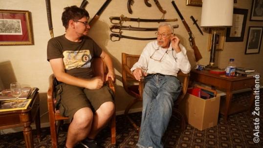 Augustinas Žemaitis ima interviu iš Stanley Balzeko, Balzeko muziejaus steigėjo ir šeimininko