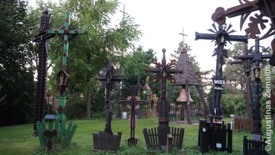 Lemont Hill of Crosses
