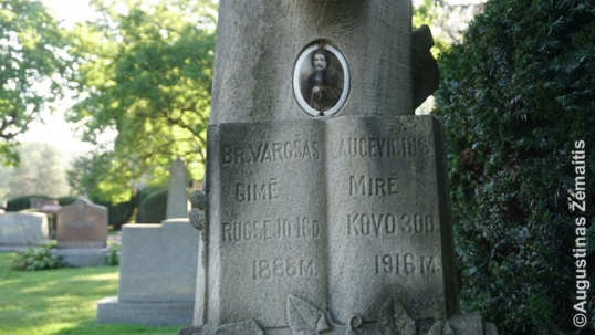 An old grave with image of the deceased in the Lithuanian National Cemetery of Chicago