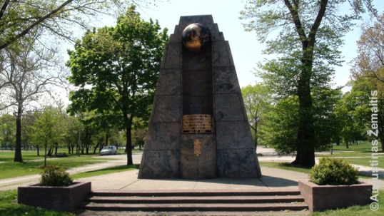 Darius and Girėnas memorial in Marquette Park