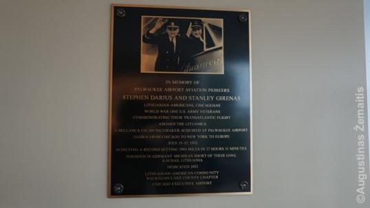 Atminimo lenta Dariui ir Girėnui Polvokio oro uoste