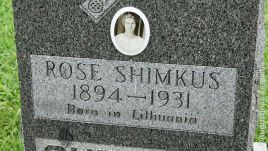Lietuviškas užrašas ant antkapio Vest Frankforto kapinėse