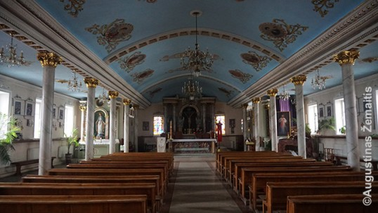 Karagandos bažnyčia, pastatyta lietuvio kunigo (vidus)