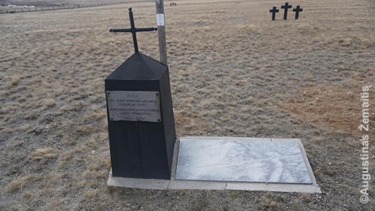 1990 m. paminklas lietuviams, pastatytas neoficialiai, iš tuo metu prieinamų medžiagų