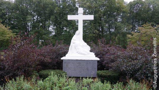 Kunigo Urbanavičiaus kapas lietuvių vienuolyno kapinėse
