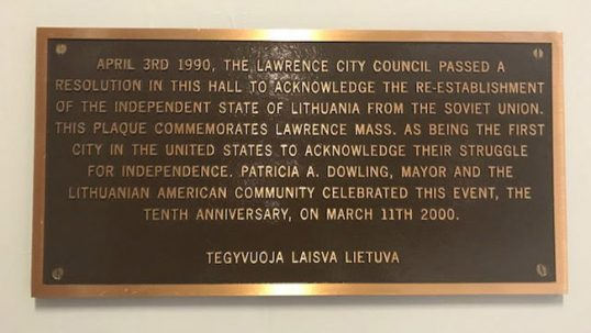 Plaque commemorating the independence recognition in Lawrence city hall