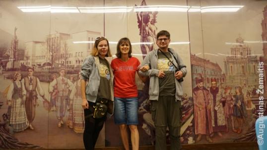 Detroit Veino universiteto lietuviškoji auditorija. Iš kairės į dešinę: Aistė Žemaitienė, Anne Tubinis Audette, Augustinas Žemaitis