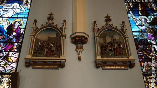 Lietuviškos kryžiaus kelio stotys Elizabeto bažnyčioje