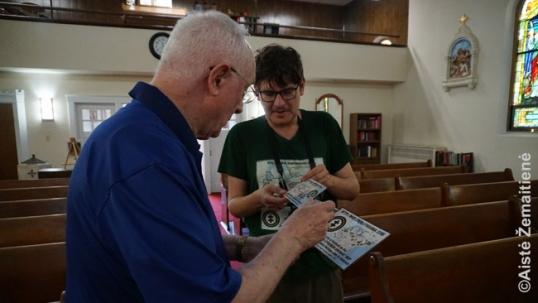 Niagara Folso lietuivų bažnyčioje vyskupui Peter Goodrich įteikiamas sertifikatas, kad bažnyčia įtraukta į 'Tikslas - Amerika' žemėlapį