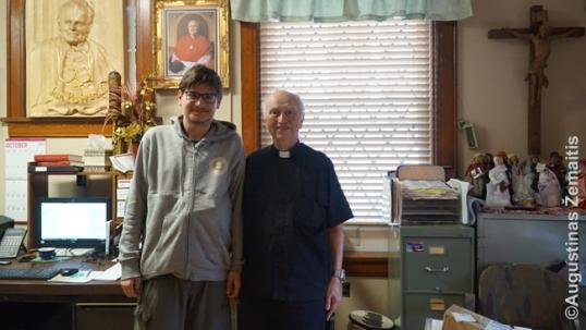 Su kunigu Mikalajūnu Jutikoje