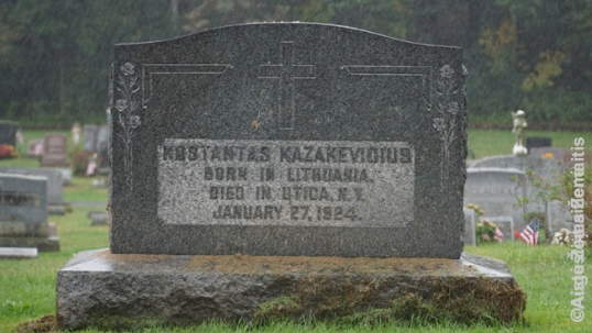 A grave inscribed with 'Born in Lithuania'. Given the later date for establishment of the cemetery such inscritions are rare (by that time, many of the pre-WW1 immigrants already felt too intergrated)