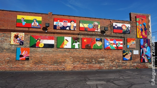 Public artwork reminding of ethnic communities that passed through the district