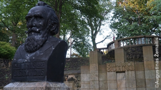 Basanavčius bust at the Lithuanian Cultural Garden, with the columns of Gediminas behind hm