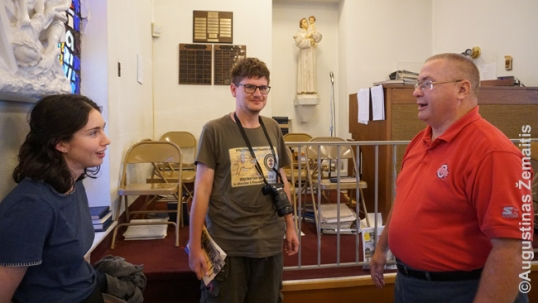 Su Michael Petkus ir bažnyčios choriste Deitono lietuvių bažnyčioje