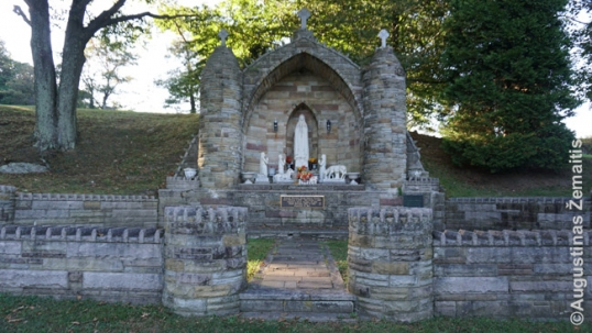 Priest Karalius Lourdes in Shenandoah