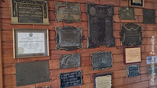 Comemorative plaques in the Lithuanian Alliance of Argentina