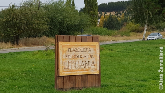 Lithuanian square commemorative plaque in Esquel