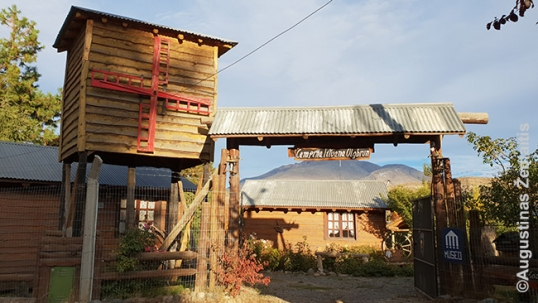 Entrance to the Lithuanian farmstead of Esquel