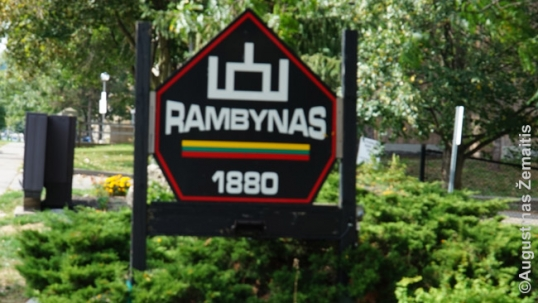 Lithuanian symbols at the entrance of Rambynas